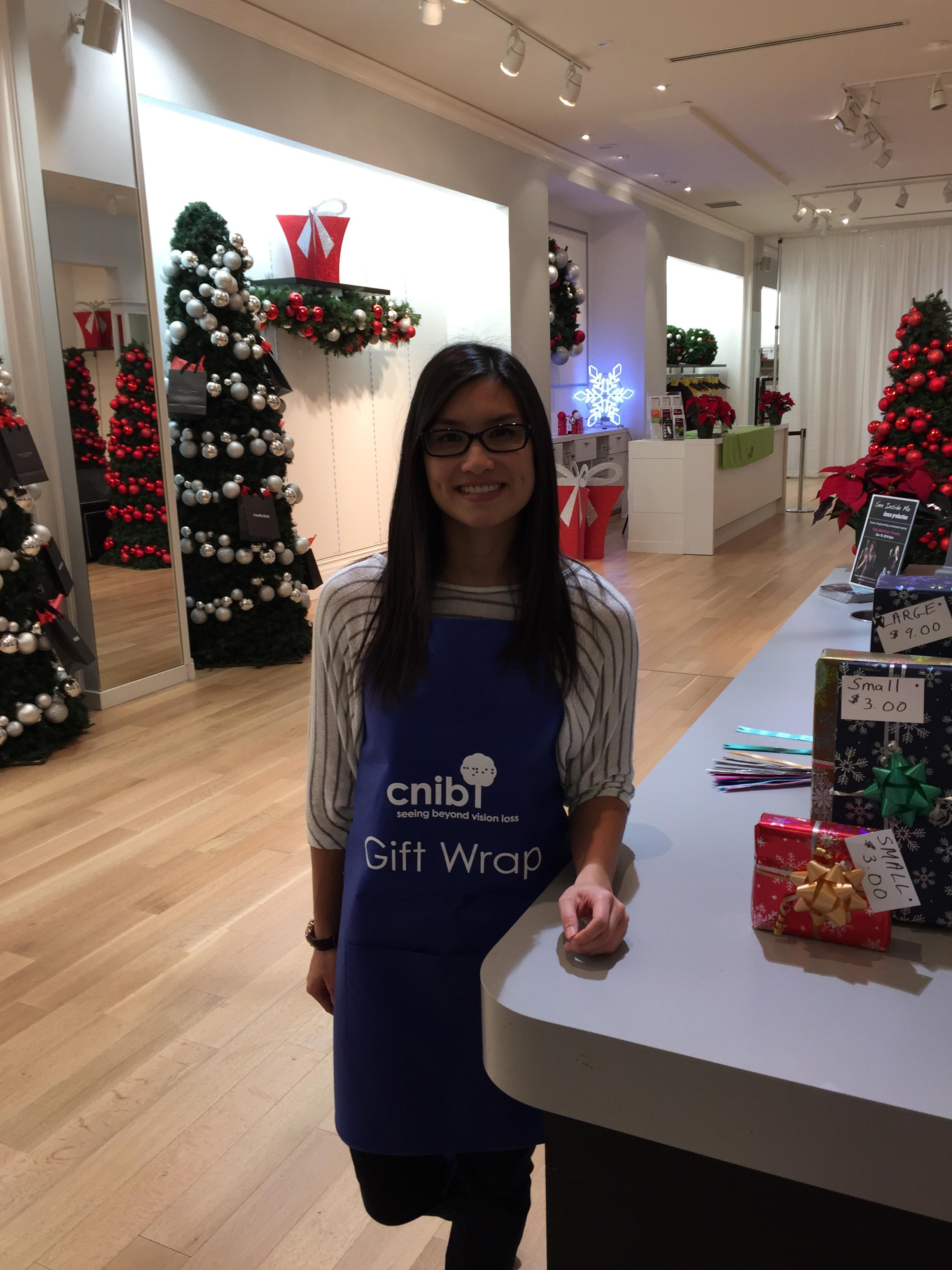gift wrap volunteer CNIB